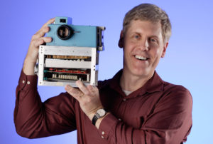 New-Steve-Kelly-photo-of-Sasson-with-Camera1